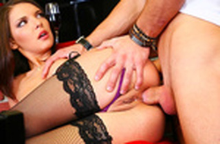 Comestible dark-haired likes a melted buttfuck pantyhose demeanour